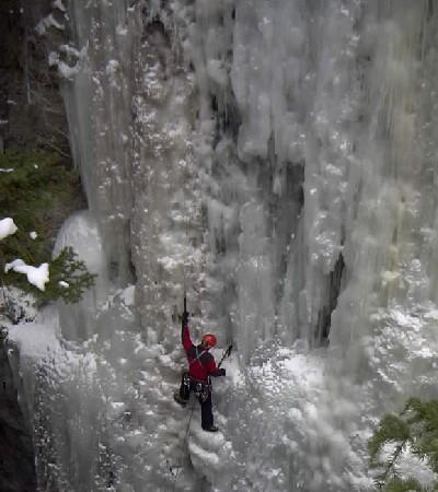 Ice climber in Malign canyon