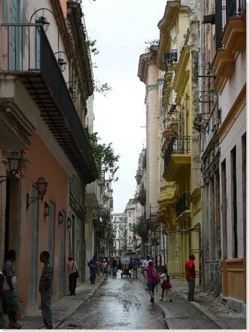 Narrow Cuban street 2