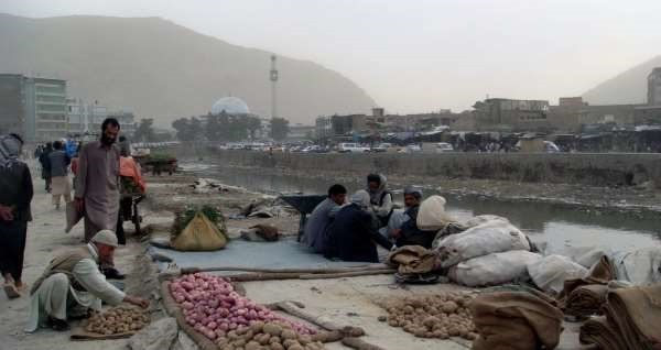 street-vendors-along-kabul-river